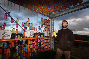 Humaniza la Marca: Bruno con la Botella de 1 Kilo de Ayuda